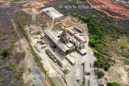 Foto feita com drone de fábrica de cimento próxima à cidade de Barbalha  - Barbalha - Ceará (CE) - Brasil