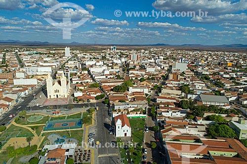 Foto feita com drone da Praça da Matriz com a Igreja de Nossa Senhora do Rosário dos Pretos (1732) e a Igreja Matriz de Nossa Senhora dos Remédios ao fundo  - Sousa - Paraíba (PB) - Brasil