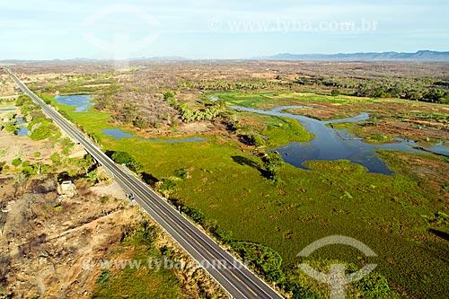 Foto feita com drone da Rodovia Governador Antônio Mariz (BR-230) - trecho da Rodovia Transamazônica  - Sousa - Paraíba (PB) - Brasil