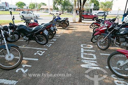 Estacionamento de motocicleta na Quadra 104 Norte  - Palmas - Tocantins (TO) - Brasil