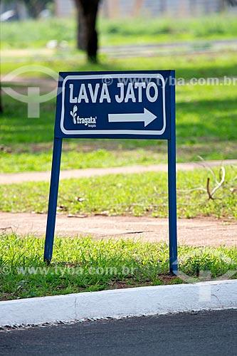 Detalhe de placa indicando lava-rápido  - Palmas - Tocantins (TO) - Brasil