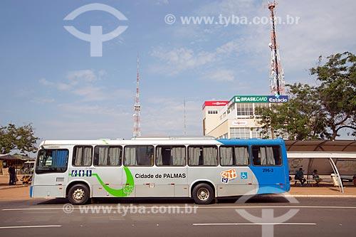 Vista da Avenida Joaquim Teotônio Segurado com ônibus na Estação Apinajé - Quadra 101 Norte  - Palmas - Tocantins (TO) - Brasil