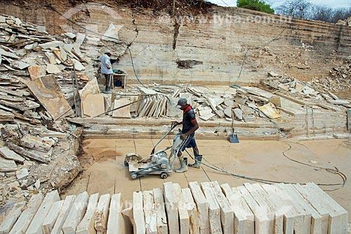 Extração de calcário - corte de Pedra Cariri  - Santana do Cariri - Ceará (CE) - Brasil