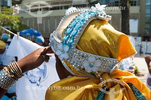 Detalhe de fantasia de folião durante o desfile do bloco de carnaval de rua Afoxé Ilê Alá na Avenida Atlântica  - Rio de Janeiro - Rio de Janeiro (RJ) - Brasil