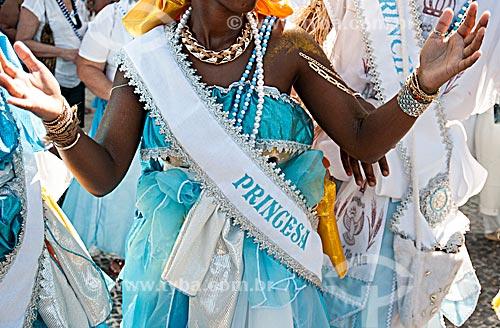 Detalhe de fantasia da princesa do bloco de carnaval de rua Afoxé Ilê Alá durante o desfile na Avenida Atlântica  - Rio de Janeiro - Rio de Janeiro (RJ) - Brasil