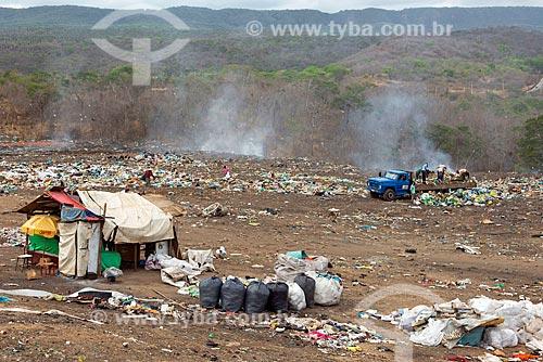 Acampamento de catadores no lixão na cidade de Barbalha  - Barbalha - Ceará (CE) - Brasil