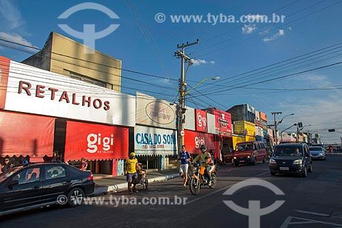 Comércio da Rua São Pedro com toldos na horizontal para atenuar a incidência de sol  - Juazeiro do Norte - Ceará (CE) - Brasil