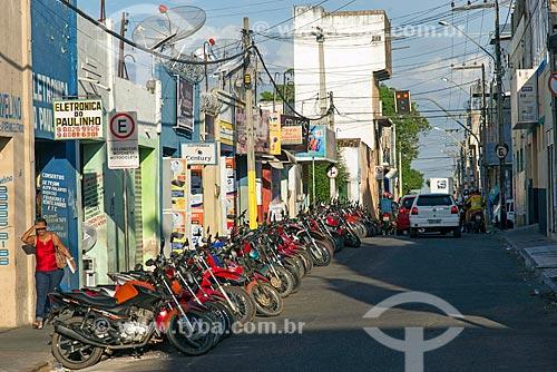 Estacionamento de motos em rua comercial próximo à Praça Padre Cícero  - Juazeiro do Norte - Ceará (CE) - Brasil