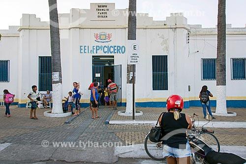 Saída de alunos da Escola Municipal de Ensino Fundamental Padre Cícero  - Juazeiro do Norte - Ceará (CE) - Brasil