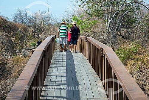 Passarela sobre o Rio do Peixe no Monumento natural do Vale dos Dinossauros  - Sousa - Paraíba (PB) - Brasil