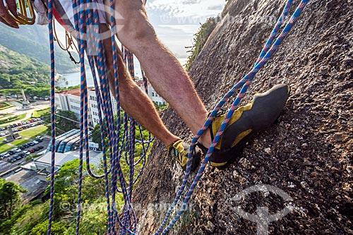 Detalhe de alpinista durante a escalada no Morro da Babilônia  - Rio de Janeiro - Rio de Janeiro (RJ) - Brasil