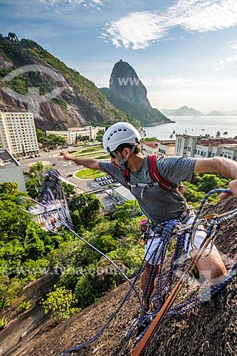 Alpinista durante a escalada no Morro da Babilônia  - Rio de Janeiro - Rio de Janeiro (RJ) - Brasil