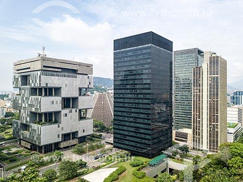 Foto feita com drone do edifício sede da Petrobras - à esquerda - com o Edifício sede do Banco Nacional de Desenvolvimento Econômico e Social (BNDES) - à direita  - Rio de Janeiro - Rio de Janeiro (RJ) - Brasil