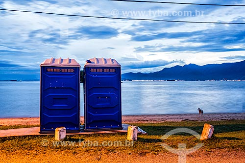 Banheiros químicos na Praia da Tapera durante o anoitecer  - Florianópolis - Santa Catarina (SC) - Brasil