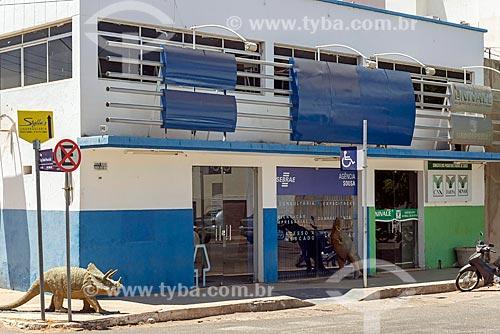 Sede do SEBRAE (Serviço Brasileiro de Apoio às Micro e Pequenas Empresas) com réplica de dinossauros  - Sousa - Paraíba (PB) - Brasil