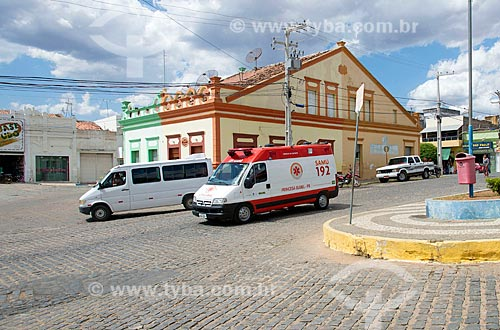 Ambulância do SAMU na praça do centro da cidade de Princesa Isabel  - Princesa Isabel - Paraíba (PB) - Brasil