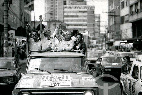 Saturnino Braga e Leonel Brizola durante carreata da campanha de Brizola ao governo do Estado do Rio de Janeiro  - Rio de Janeiro - Rio de Janeiro (RJ) - Brasil