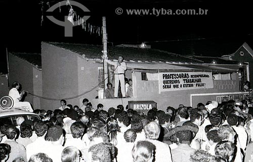 Leonel Brizola discursando na baixada fluminense durante a campanha ao Governo do Estado do Rio de Janeiro  - Rio de Janeiro - Rio de Janeiro (RJ) - Brasil