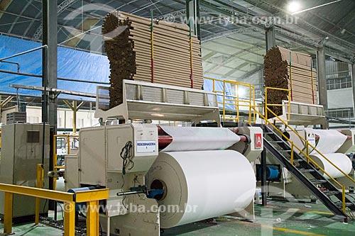 Linha de produção de papel toalha da Carta Fabril  - Niterói - Rio de Janeiro (RJ) - Brasil