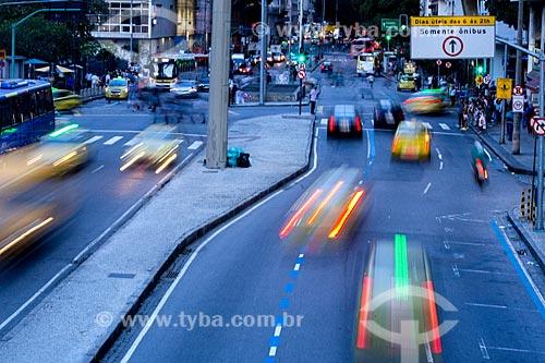Tráfego na Avenida República do Chile  - Rio de Janeiro - Rio de Janeiro (RJ) - Brasil
