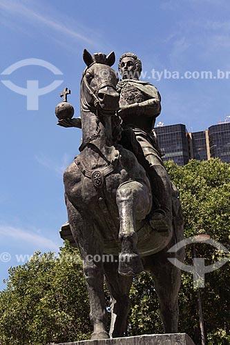 Estátua equestre de Dom João VI (1965) - rei do Reino Unido de Portugal, Brasil e Algarves - na Praça XV de Novembro com o Edifício Centro Candido Mendes ao fundo  - Rio de Janeiro - Rio de Janeiro (RJ) - Brasil