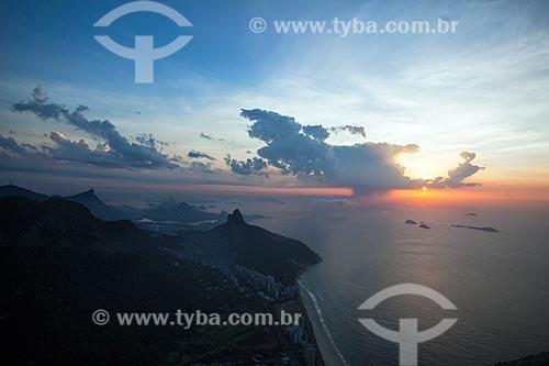Vista do amanhecer em São Conrado a partir da Pedra da Gávea  - Rio de Janeiro - Rio de Janeiro (RJ) - Brasil