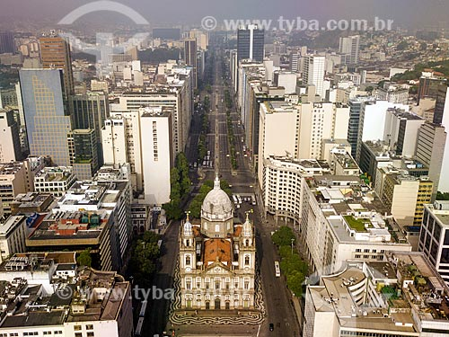 Foto feita com drone da Igreja de Nossa Senhora da Candelária com a Avenida Presidente Vargas ao fundo  - Rio de Janeiro - Rio de Janeiro (RJ) - Brasil