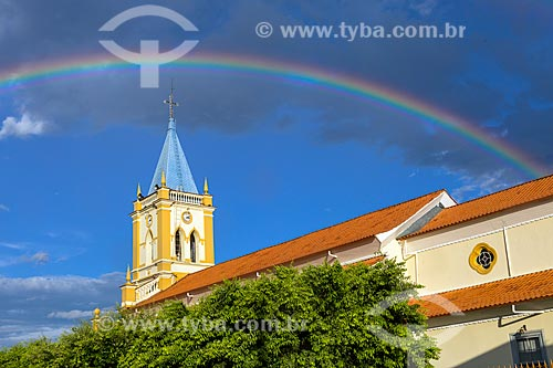 Vista da Igreja Matriz do Divino Espírito Santo com arco-íris ao entardecer  - Guarani - Minas Gerais (MG) - Brasil