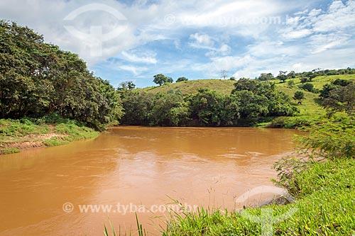 Vista do trecho do Rio Pomba na zona rural da cidade de Guarani  - Guarani - Minas Gerais (MG) - Brasil