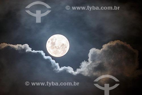 Vista de lua cheia no Rio de Janeiro  - Rio de Janeiro - Rio de Janeiro (RJ) - Brasil