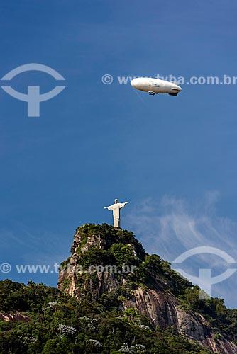Dirigível com Cristo Redentor vistos a partir do bairro de Laranjeiras  - Rio de Janeiro - Rio de Janeiro (RJ) - Brasil