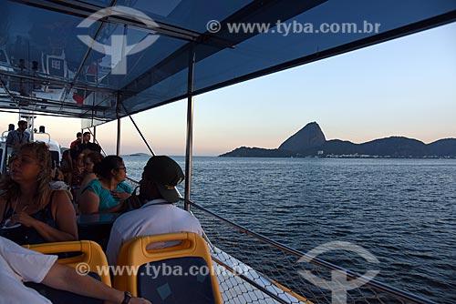 Vista do Pão de Açúcar durante o Rio Boulevard Tour - passeio turístico de barco na Baía de Guanabara  - Rio de Janeiro - Rio de Janeiro (RJ) - Brasil