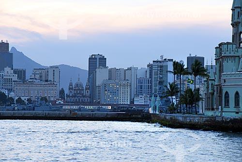 Vista da Igreja de Nossa Senhora da Candelária ao fundo durante o Rio Boulevard Tour - passeio turístico de barco na Baía de Guanabara - com o castelo da Ilha Fiscal - à direita  - Rio de Janeiro - Rio de Janeiro (RJ) - Brasil