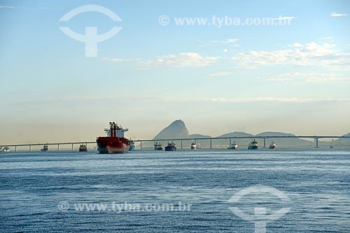 Vista da Baía de Guanabara com o Pão de Açúcar e a Ponte Rio-Niterói ao fundo  - Rio de Janeiro - Rio de Janeiro (RJ) - Brasil