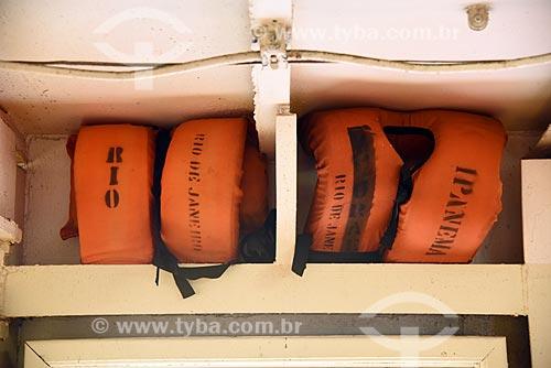 Detalhe de colete salva-vidas no interior de barca que faz a travessia entre Rio de Janeiro e a Ilha de Paquetá  - Rio de Janeiro - Rio de Janeiro (RJ) - Brasil