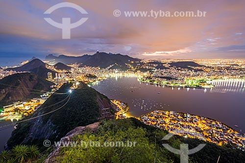 Vista do bairro da Urca com o Aterro do Flamengo ao fundo a partir do Pão de Açúcar durante o anoitecer  - Rio de Janeiro - Rio de Janeiro (RJ) - Brasil