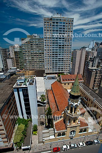 Vista de cima da Igreja de São José (1924) com o Edifício Santa Tecla ao fundo  - Porto Alegre - Rio Grande do Sul (RS) - Brasil