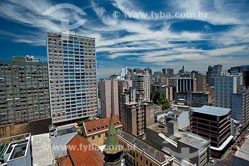 Vista de cima da Igreja de São José (1924) com o Edifício Santa Tecla e prédios do centro de Porto Alegre ao fundo  - Porto Alegre - Rio Grande do Sul (RS) - Brasil