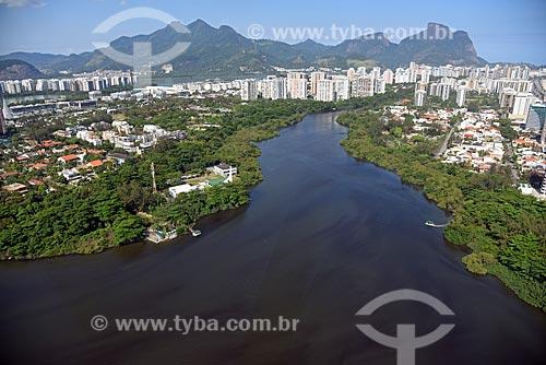 Foto aérea da Lagoa da Tijuca com a Pedra da Gávea ao fundo  - Rio de Janeiro - Rio de Janeiro (RJ) - Brasil