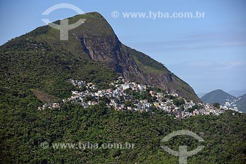 Foto aérea do Morro Dois Irmãos com parte da  Favela do Vidigal  - Rio de Janeiro - Rio de Janeiro (RJ) - Brasil