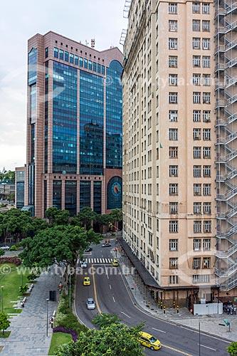 Vista da Praça Mauá com o Centro Empresarial RB1 - ao fundo - e o Edifício Joseph Gire (1929) - também conhecido como Edifício A Noite - à direita  - Rio de Janeiro - Rio de Janeiro (RJ) - Brasil
