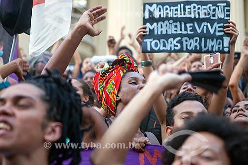 Detalhe de cartaz durante manifestação pelo assassinato da Vereadora Marielle Franco na Cinelândia  - Rio de Janeiro - Rio de Janeiro (RJ) - Brasil