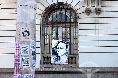 Detalhe de cartazes colados durante manifestação pelo assassinato da Vereadora Marielle Franco na Cinelândia  - Rio de Janeiro - Rio de Janeiro (RJ) - Brasil