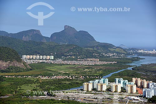 Foto aérea do Condomínio Residencial Vila Pan-Americana com a Pedra da Gávea ao fundo  - Rio de Janeiro - Rio de Janeiro (RJ) - Brasil