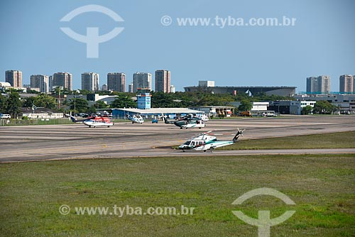 Helicóptero na pista do Aeroporto Roberto Marinho - mais conhecido como Aeroporto de Jacarepaguá  - Rio de Janeiro - Rio de Janeiro (RJ) - Brasil