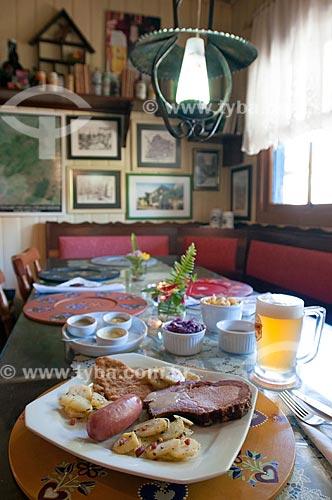 Detalhe de mesa posta para refeição com comida típica alemã  - Canela - Rio Grande do Sul (RS) - Brasil