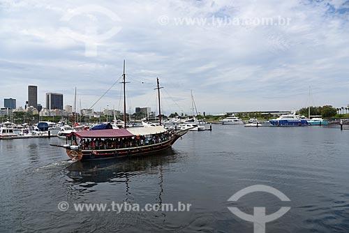 Vista da Marina da Glória durante o Rio Boulevard Tour - passeio turístico de barco na Baía de Guanabara  - Rio de Janeiro - Rio de Janeiro (RJ) - Brasil