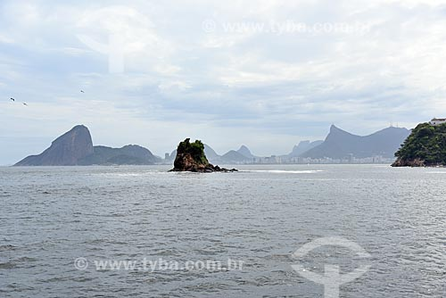 Vista do Pão de Açúcar e o Cristo Redentor (1931) durante o Rio Boulevard Tour - passeio turístico de barco na Baía de Guanabara  - Rio de Janeiro - Rio de Janeiro (RJ) - Brasil