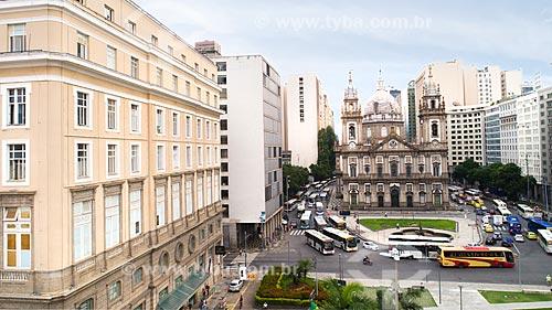 Foto feita com drone da Praça da Candelária com o Centro Cultural Banco do Brasil (1906) - à esquerda - e a Igreja de Nossa Senhora da Candelária (1609) ao fundo  - Rio de Janeiro - Rio de Janeiro (RJ) - Brasil