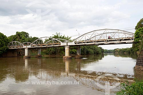 Vista de ponte em arco sobre o Rio Mogiguassú  - Porto Ferreira - São Paulo (SP) - Brasil